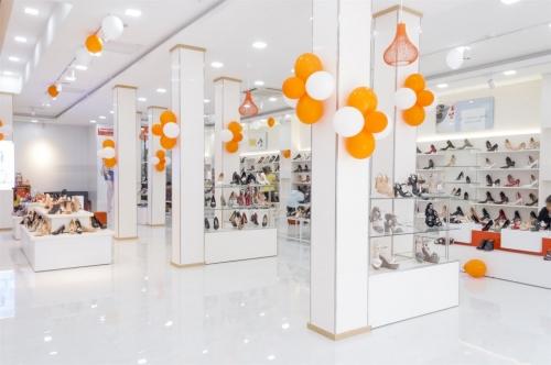 BQ khuyến mãi nhân khai trương cửa hàng mới