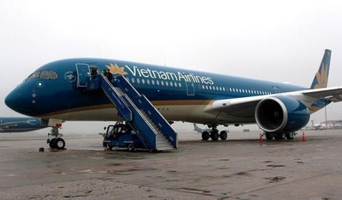 Nhiều chuyến bay phải điều chỉnh do bão Sơn Tinh