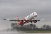 Vietjet Air và Jetstar hủy nhiều chuyến bay để tránh bão Sơn Tinh