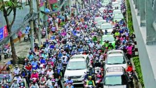 Công trường thi công cản trở giao thông