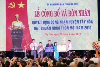 Phó Thủ tướng trao Quyết định công nhận chuẩn nông thôn mới cho huyện Tây Hoà