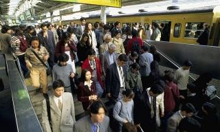 Tầng lớp trung lưu tại Nhật đang bị thu hẹp