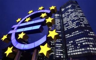 """ECB """"án binh"""" chờ phản hồi từ kinh tế khu vực"""