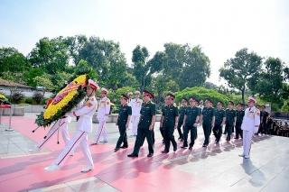 Tập đoàn Viettel tặng quà cho hơn 3.000 gia đình thương binh, liệt sỹ