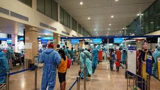 Pacific Airlines vận chuyển gần 400 người dân Quảng Nam về quê