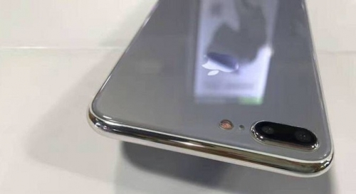 Rò rỉ mô hình iPhone 7s Plus với mặt lưng kính bóng loáng