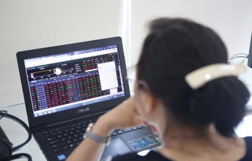 Chứng khoán sáng 9/8: CP ngân hàng chìm trong sắc đỏ, VN-Index giảm hơn 10 điểm