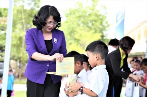Vinamilk trao 46.500 ly sữa cho trẻ em tỉnh Quảng Nam