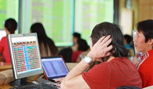 Chứng khoán chiều 9/8: Giao dịch tiêu cực, VN-Index mất gần 18 điểm