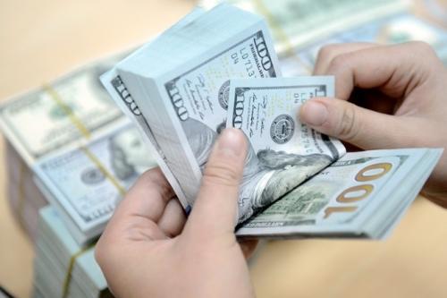 Các NHTMCP đồng loạt giữ nguyên giá mua – bán đồng bạc xanh