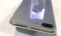Mặt lưng iPhone 7s được làm bằng kính