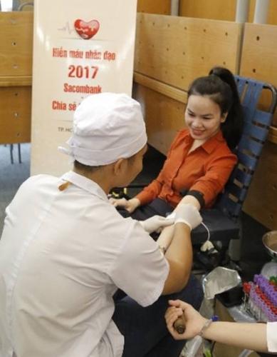 """Sacombank chia sẻ cùng cộng đồng """"giọt máu yêu thương"""""""