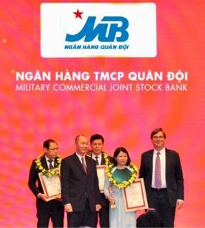 MB thăng hạng trong Top 10 NHTM Việt Nam uy tín nhất