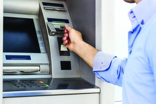 Giảm hạn mức rút tiền ban đêm: Bảo vệ tài sản cho khách hàng