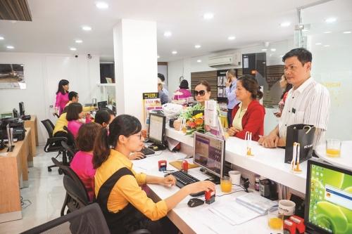 Dịch vụ ngân hàng đang tạo thói quen có lợi cho khách hàng