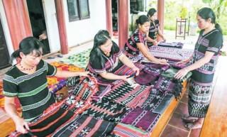 Hỗ trợ phát triển nghề dệt truyền thống
