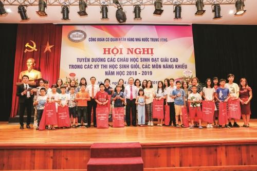 Công đoàn Ngân hàng Việt Nam: Gieo thêm những mầm xanh…