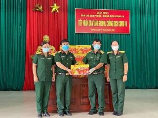 Trà Thanh Nhiệt Dr Thanh tiếp sức đồng bào, chiến sĩ tại Quân khu 5 và Quân khu 7