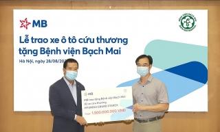 MB trao tặng 2 xe cứu thương cho Bệnh viện Bạch Mai