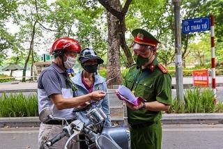 Hà Nội: Người đi đường không cần xuất trình giấy phân công công việc