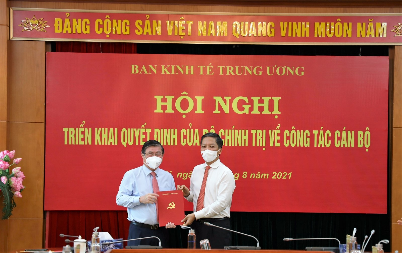 trao quyet dinh dieu dong dong chi nguyen thanh phong giu chuc pho truong ban kinh te trung uong