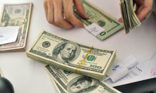 Nhiều ngân hàng niêm yết giá USD trong khoảng 22.520-22.530 đồng/USD