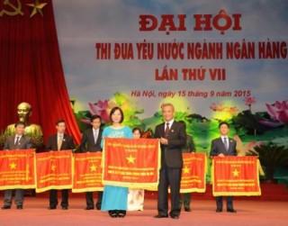 Standard Chartered Việt Nam nhận Cờ thi đua của Chính phủ