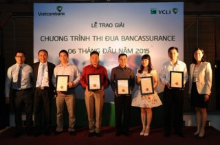 Vietcombank trao thưởng thi đua Bancassurance