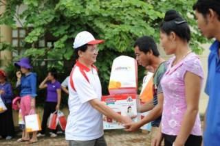 HDBank chia sẻ khó khăn với đồng bào vùng lũ và trẻ em nghèo