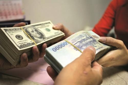 Các ngân hàng đồng loạt giữ nguyên tỷ giá USD