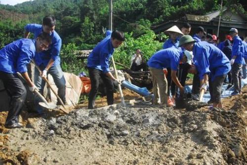 Đoàn Thanh niên NH tỉnh Quảng Ninh hỗ trợ xã Đồn Đạc làm đường nông thôn
