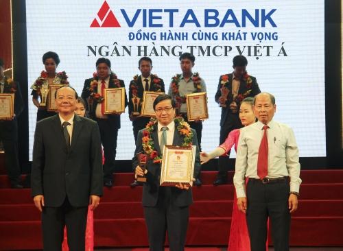 VietABank nhận danh hiệu Top 10 thương hiệu tín nhiệm 2017