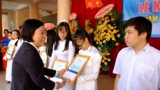 Hơn 3.000 suất học bổng được trao cho học sinh, sinh viên