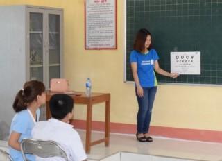 Hơn 1.100 học sinh ở Hà Nam được khám mắt miễn phí