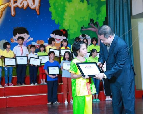 Vietbank trao học bổng cho trẻ em mái ấm TP.HCM