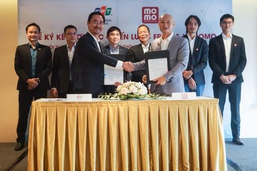 MoMo trở thành tiện ích thanh toán điện tử cho FPT.eGov và FPT.eHospital
