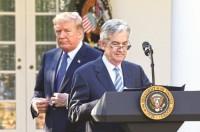 Tăng sức ép để Fed giảm lãi suất