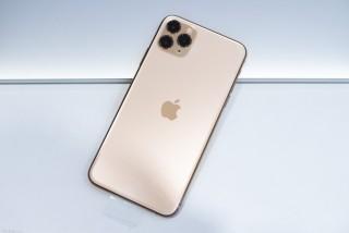 Trên tay iPhone 11 Pro Max: mặt lưng kính nhám rất đẹp, không bám vân tay