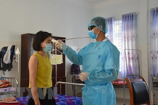 Việt Nam ghi nhận thêm 5 trường hợp mắc COVID-19, được cách ly ngay