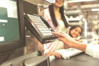"""Ngân hàng """"ưu ái"""" khách mở thẻ, đăng ký dịch vụ"""