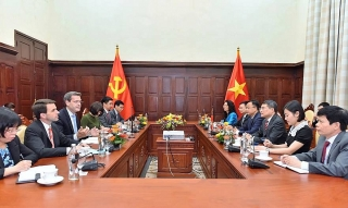 Thống đốc NHNN Lê Minh Hưng làm việc với tân Giám đốc Quốc gia ADB Andrew Jeffries