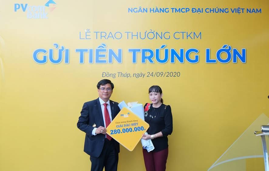 pvcombank trao tang gan 330 trieu dong cho khach hang may man