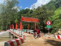 Grab Việt Nam hỗ trợ xây dựng cầu đập tràn tại Hà Giang