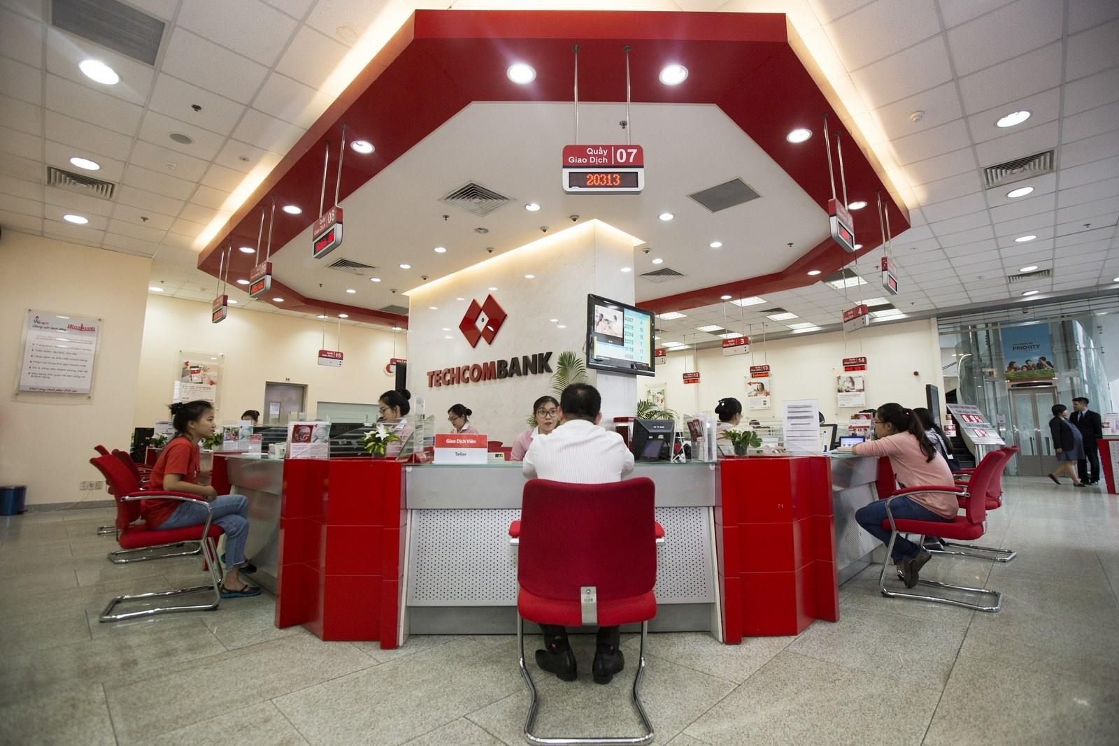techcombank tien phong cloud first cung aws nham chuyen doi trai nghiem khach hang