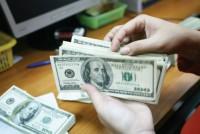 Nhiều ngân hàng tăng giá USD từ 5-10 đồng