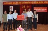 Trao 1,7 tỷ đồng khắc phục hậu quả lũ lụt cho Hà Tĩnh