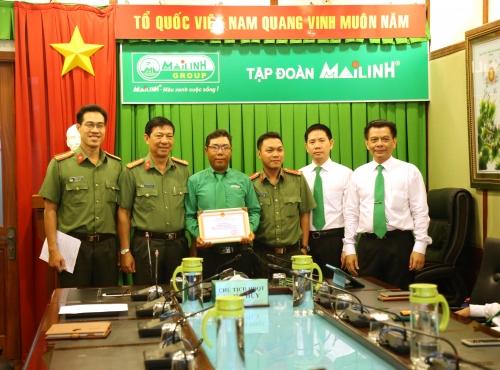 Dũng cảm bắt cướp, nhân viên Mai Linh được công an khen thưởng