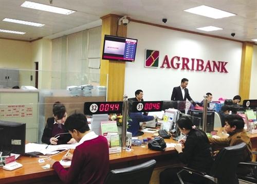 Agribank trao sổ tiết kiệm 1 tỷ đồng cho khách hàng trúng thưởng