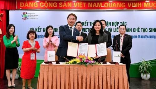 Vietcombank và Liên đoàn chế tạo Singapore ký thỏa thuận hợp tác toàn diện