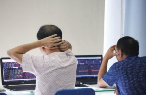 Chứng khoán sáng 23/10: Sắc đỏ bao trùm cổ phiếu trụ cột
